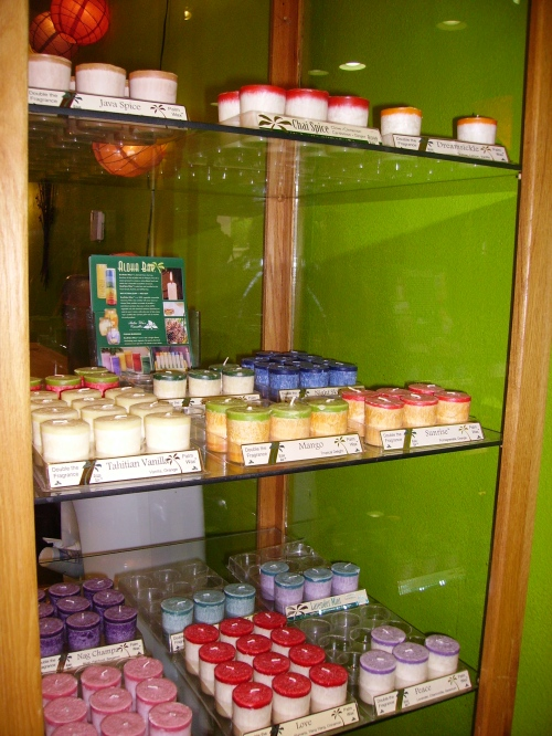 Good Things Boutique sells natural home decor including organic palm wax candles.