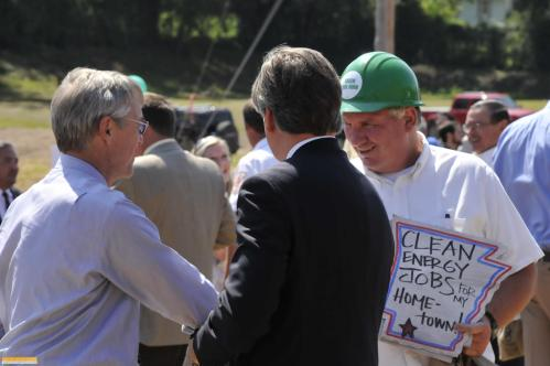 Ken Smith, Executive Director, Audubon Arkansas, shakes hands with a clean energy supporter.
